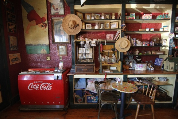 Cozy counter serve in an old-fashioned, country store ambiance. Rates stated are for non-business hours only. Business Hours: Mon, Wed-Fri 9AM-7PM, Tue 9AM-10PM, Sat 10AM-3PM. Sundays - closed. Closedown is negotiable. Overnight shoots are allowed for extra pay. Available for use are main store, storage room, kitchen, restroom and parking lot.