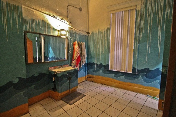NY Style Loft with uniquely painted bathroom. Adjacent kitchen. 1980-1990s style.                                                    You can bundle with other locations in this building:                                               https://www.locations.film/location/672                                               https://www.locations.film/location/671                                               https://www.locations.film/location/670                                               https://www.locations.film/location/668                                               https://www.locations.film/location/667                                               https://www.locations.film/location/666