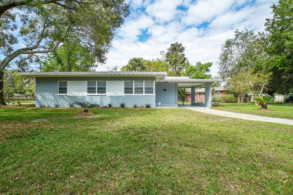Exterior photo for 6305 Badnur Jacksonville fl 32210
