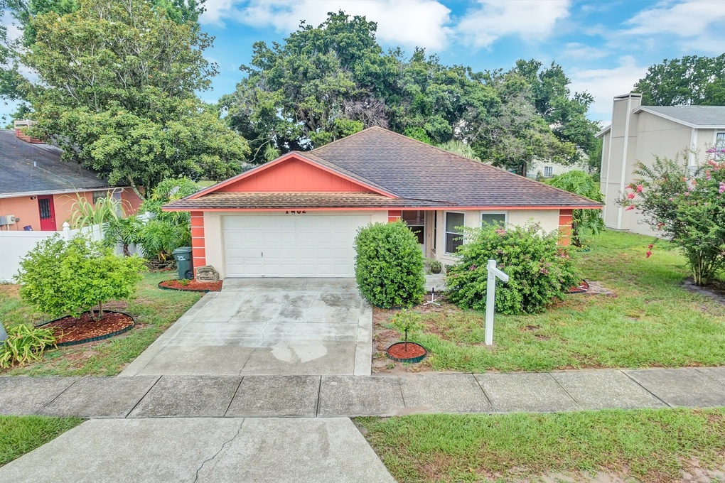 Exterior photo for 1002 Lowry Ave Lakeland fl 33801