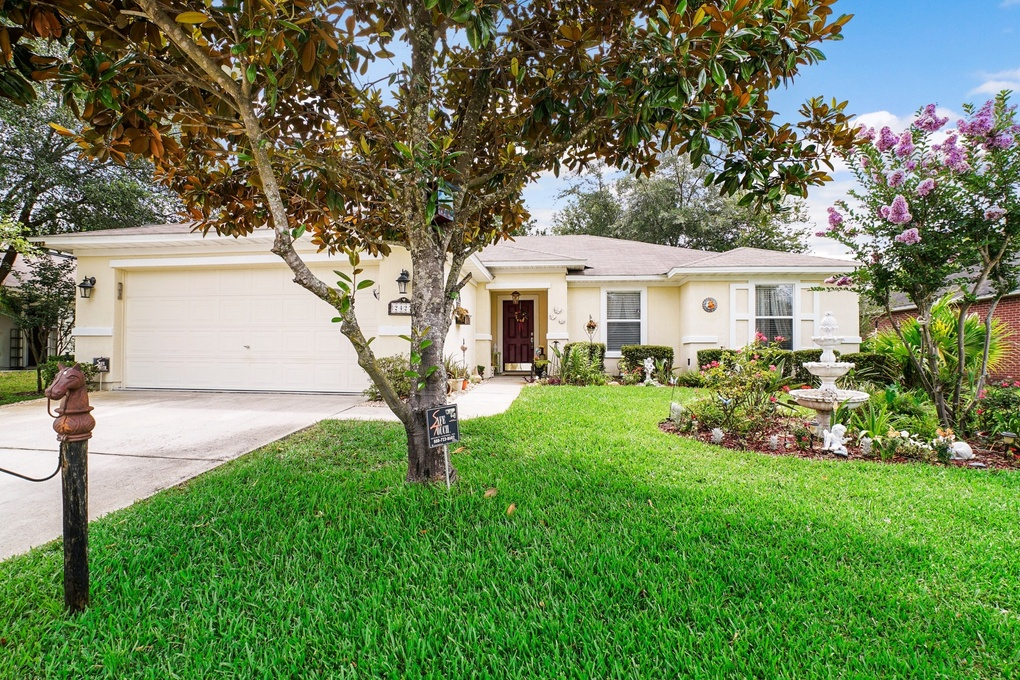Exterior photo for 2427 E Brian Lakes Drive Jacksonville fl 32221