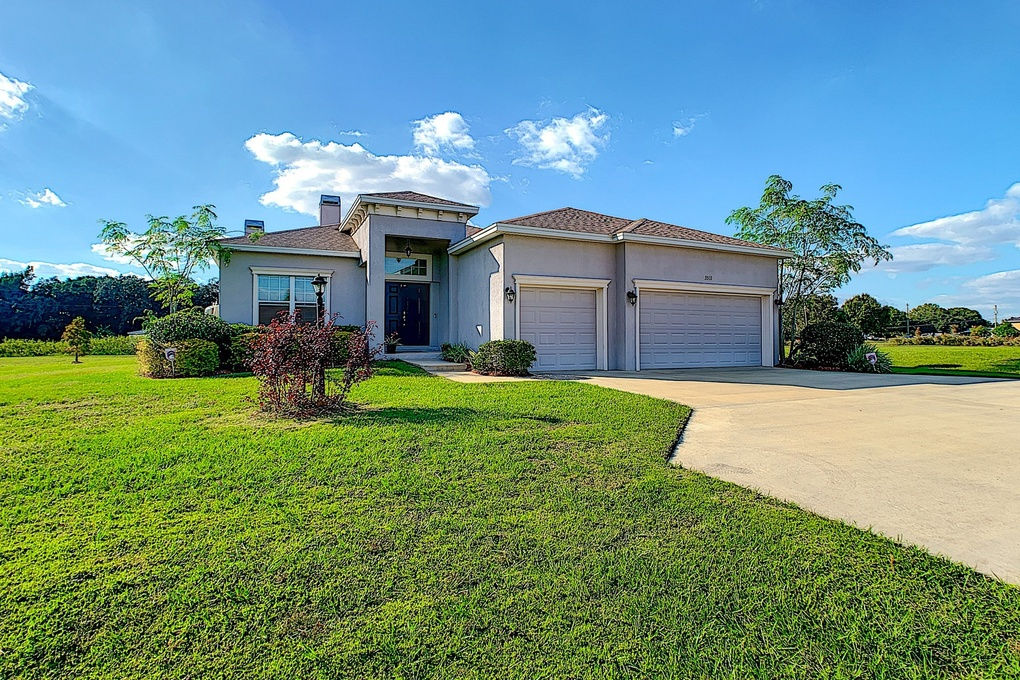 Exterior photo for 3511 Ranchdale Dr Plant city fl 33566