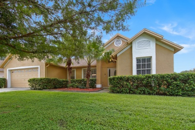 Exterior photo for 1611 Sand Hollow Ln Valrico fl 33594