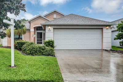 Exterior photo for 2109 chinaberry Cir Palm Bay fl 32909