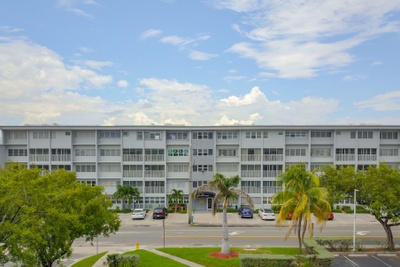 Exterior photo for 329 SE 3rd St Unit 301 Hallandale fl 33009