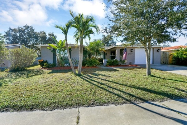 Exterior photo for 3420 Salisbury Dr Holiday fl 34691