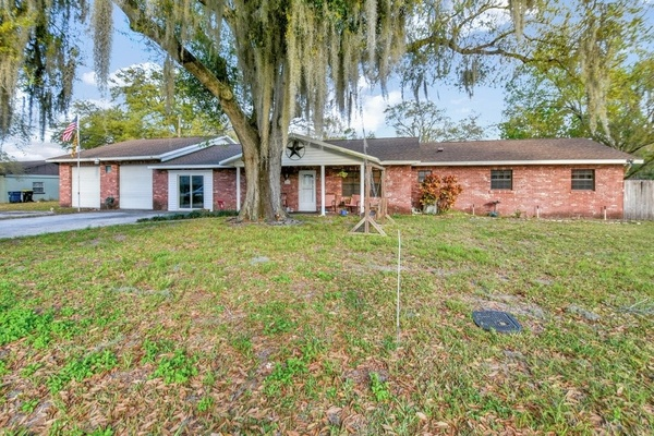Exterior photo for 215 Bennett St Auburndale fl 33823