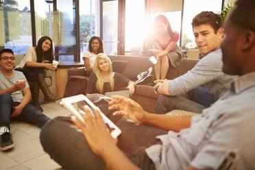 Quels sont les avantages et les inconvénients du Digital Learning ?