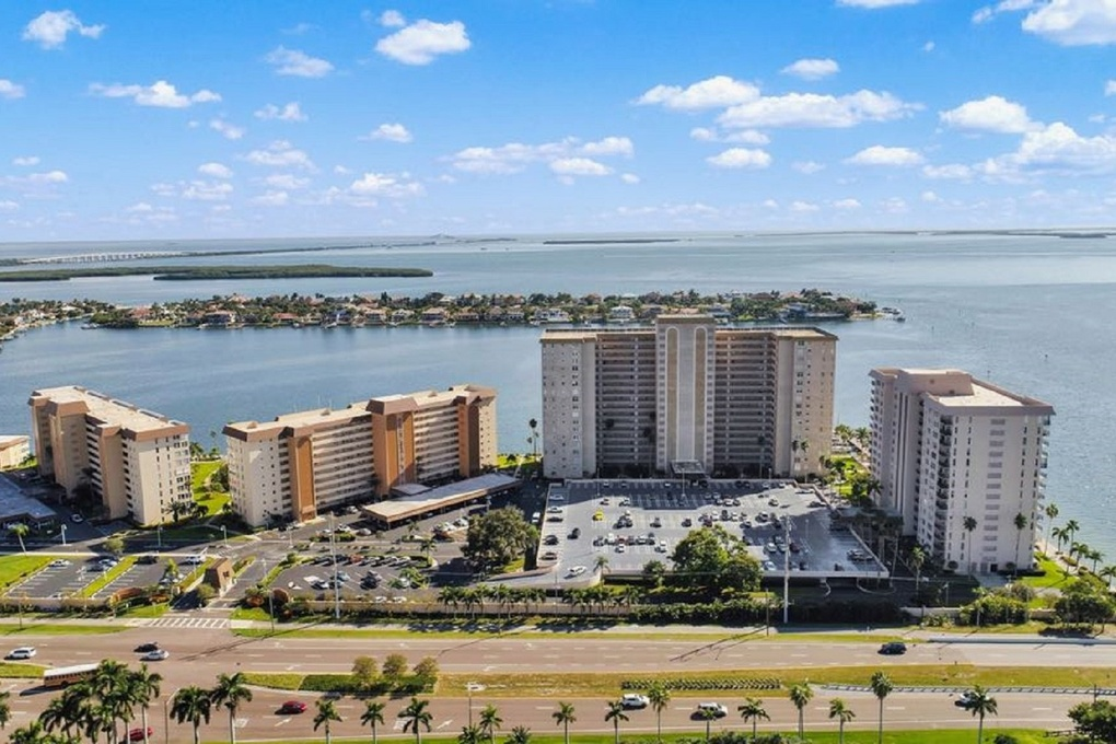 Exterior photo for 5220 Brittany Dr S Unit 1309 St Petersburg fl 33715