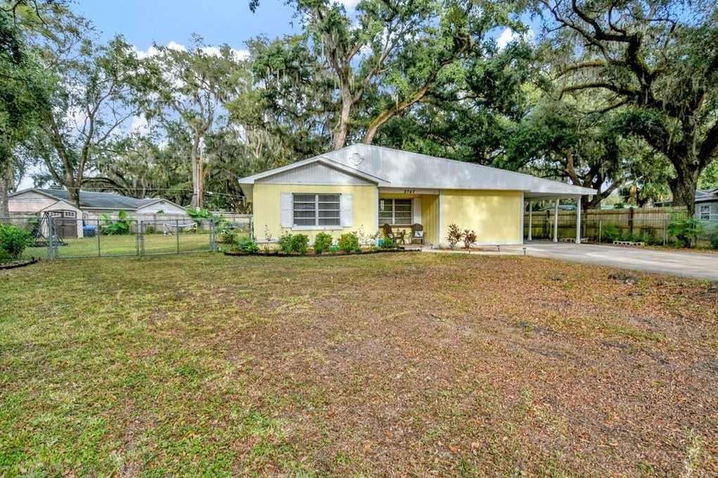 Exterior photo for 2747 Aldine Cir Lakeland fl 33801