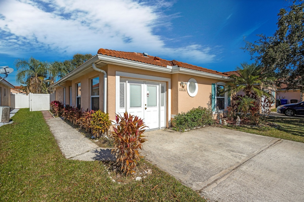 Exterior photo for 2413 Placetas Ct Kissimmee fl 34743