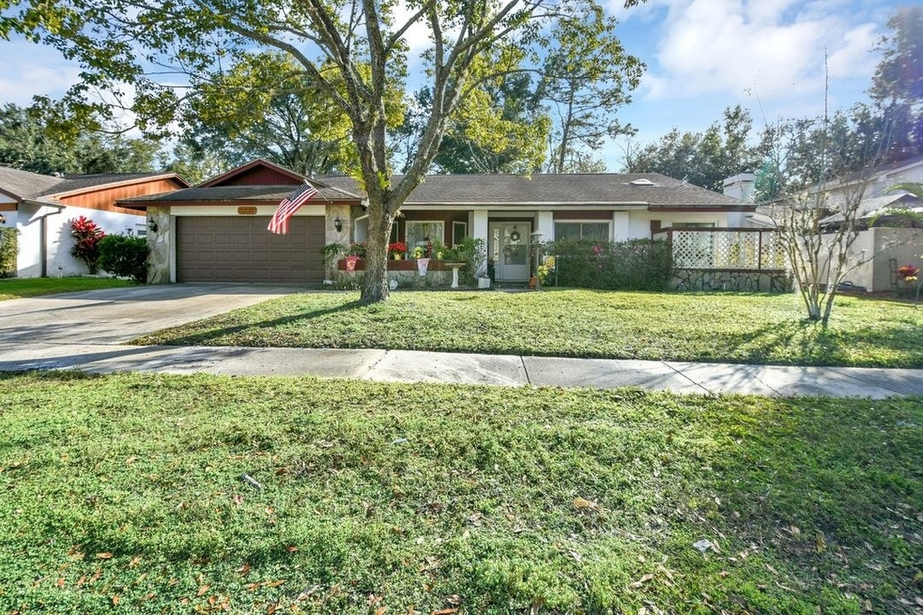 Exterior photo for 6005 Soaring Ave Tampa fl 33617