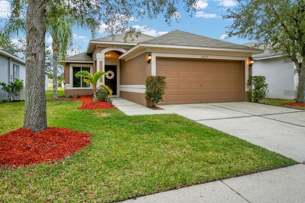 Exterior photo for 18107 Canal Pointe St Tampa fl 33647