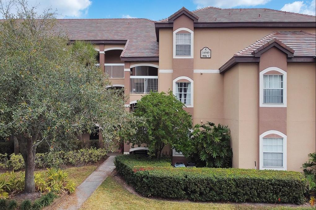 Exterior photo for 14049 Fairway Island Orlando fl 32837