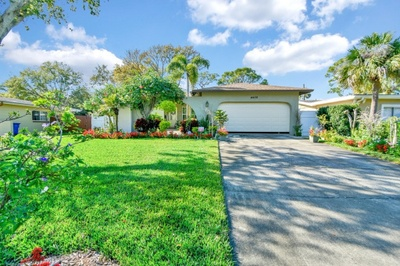 Exterior photo for 4426 Helena St NE St Petersburg fl 33703