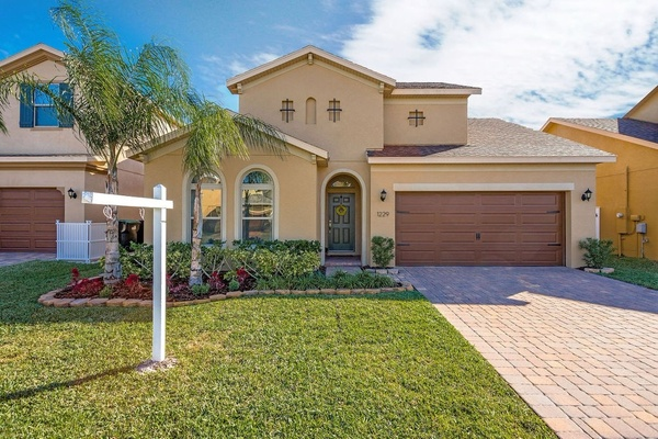 Exterior photo for 1201 Fountain Coin Loop Orlando fl 32828