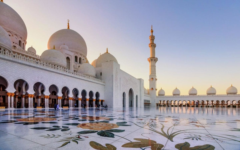 Abu Dhabi City Tour from Dubai with Grand Mosque Tour