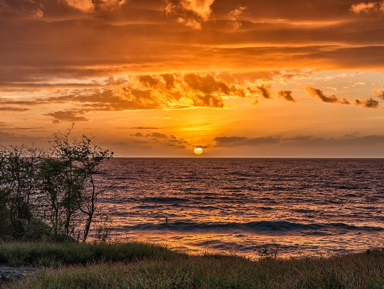Private Hawaii Holiday Getaway w/ Aerial Yoga Play (Nov.)