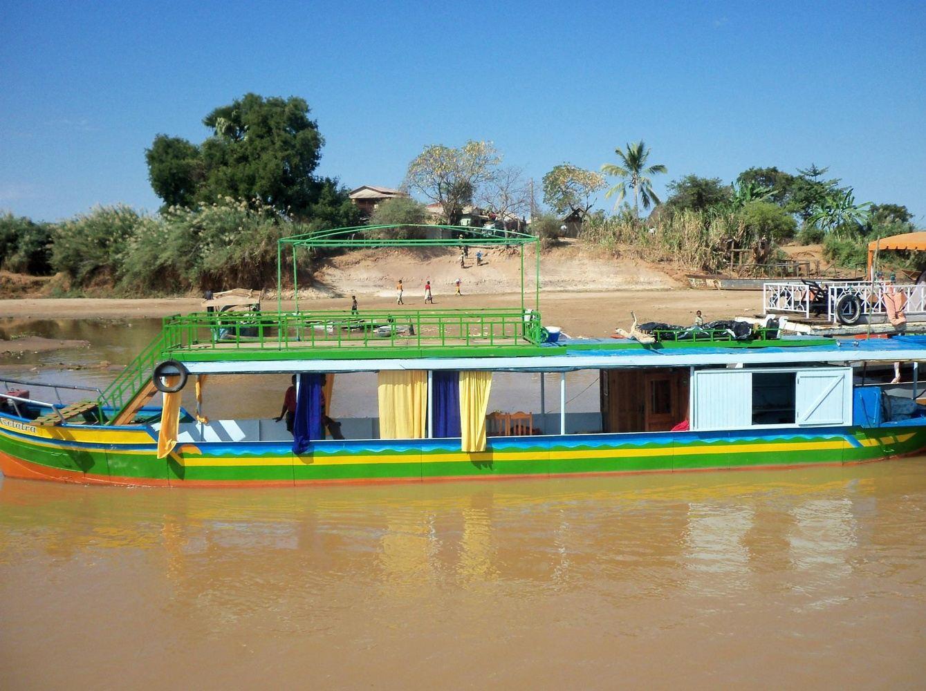 Descente de la Tsiribihina et transfert Masiakapy et aux Tsingy