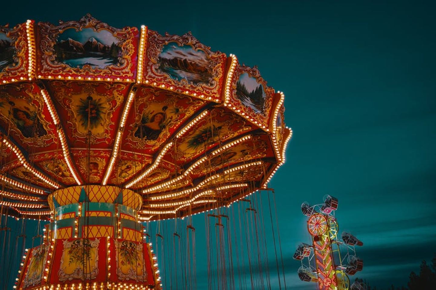 7 Things to Bring to an Amusement Park to Make the Most Your Trip