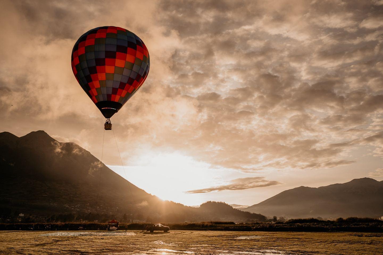 Hot-Air-Balloon Ride (Tethered) Vuelo Atado - Lago San Pablo, Ecuador