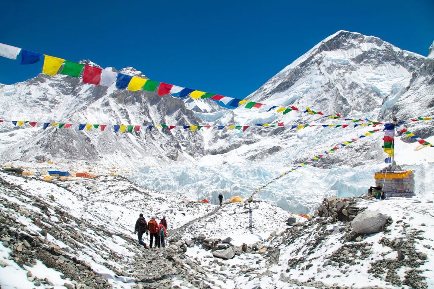 TRAIL TO EVEREST: RUNNING TO EVEREST BASE CAMP