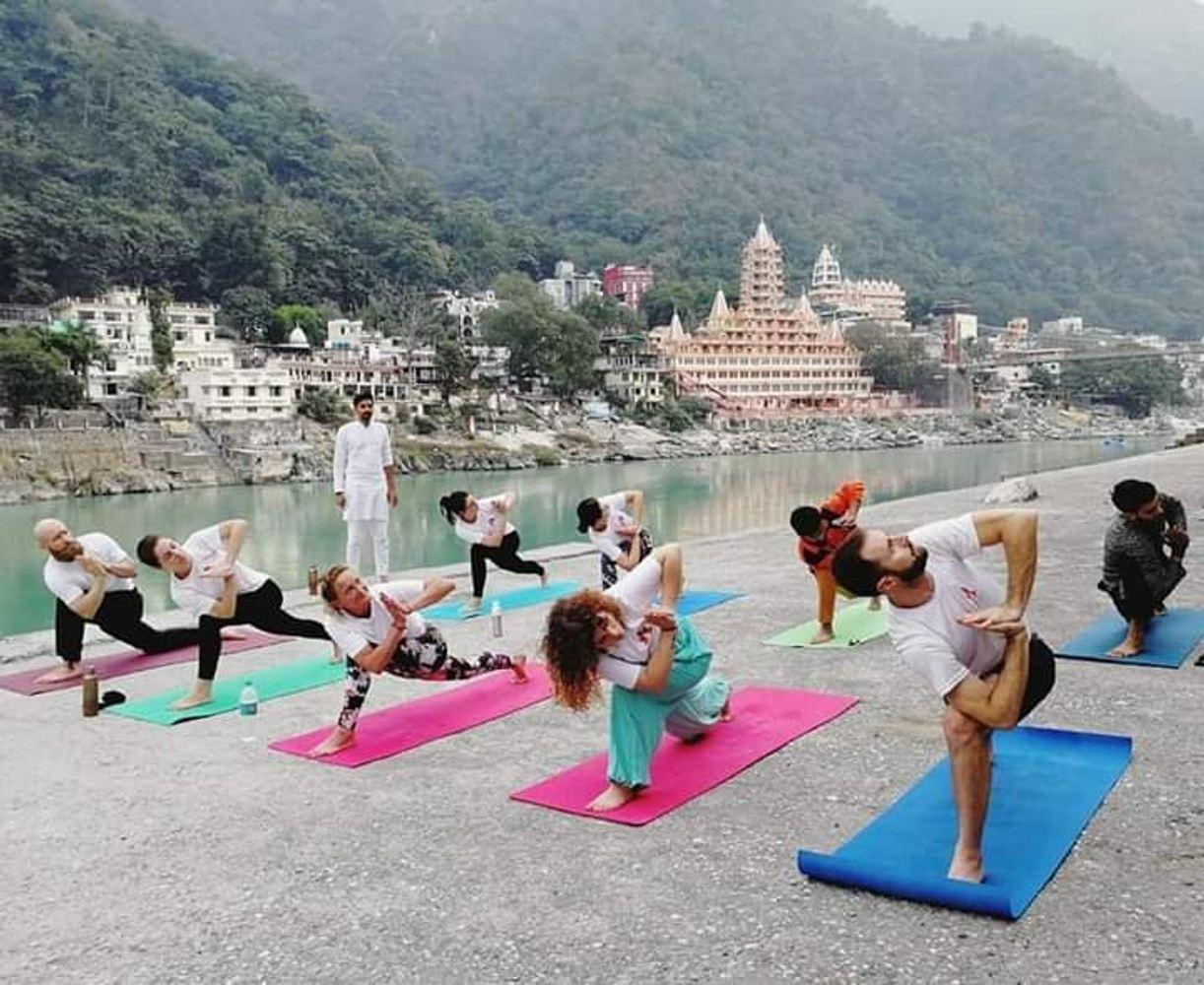 6 Days Yoga Meditation Retreat in Himalyaas Rishikesh India