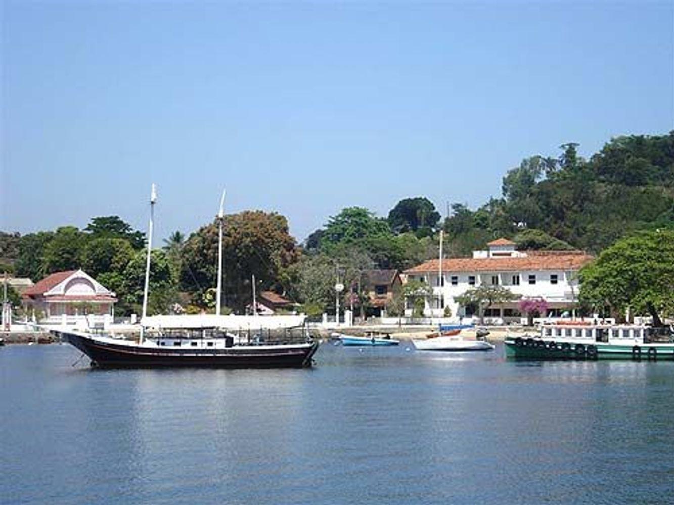 Paqueta - The Forgoten Island