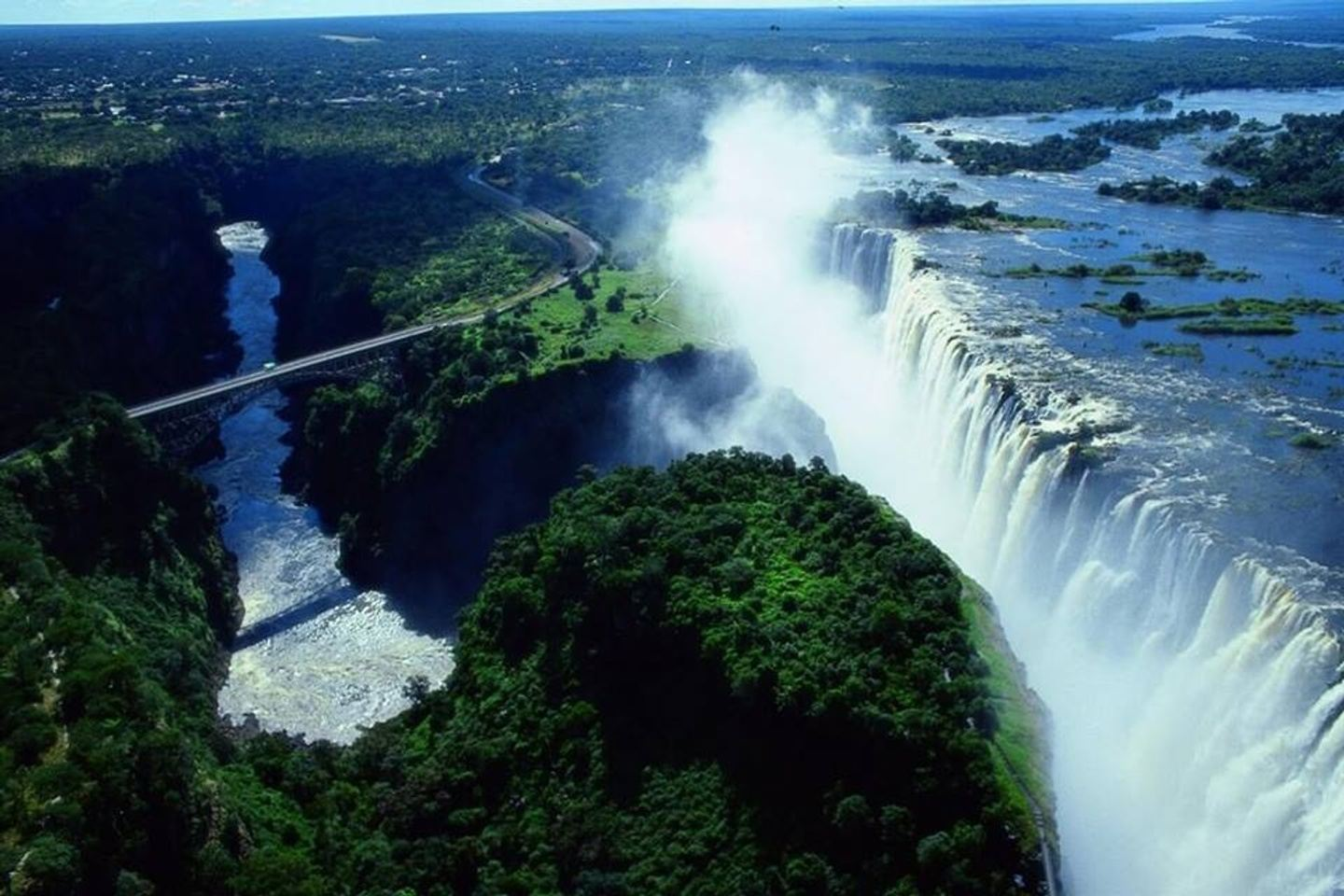 Discover Zimbabwe from East to West