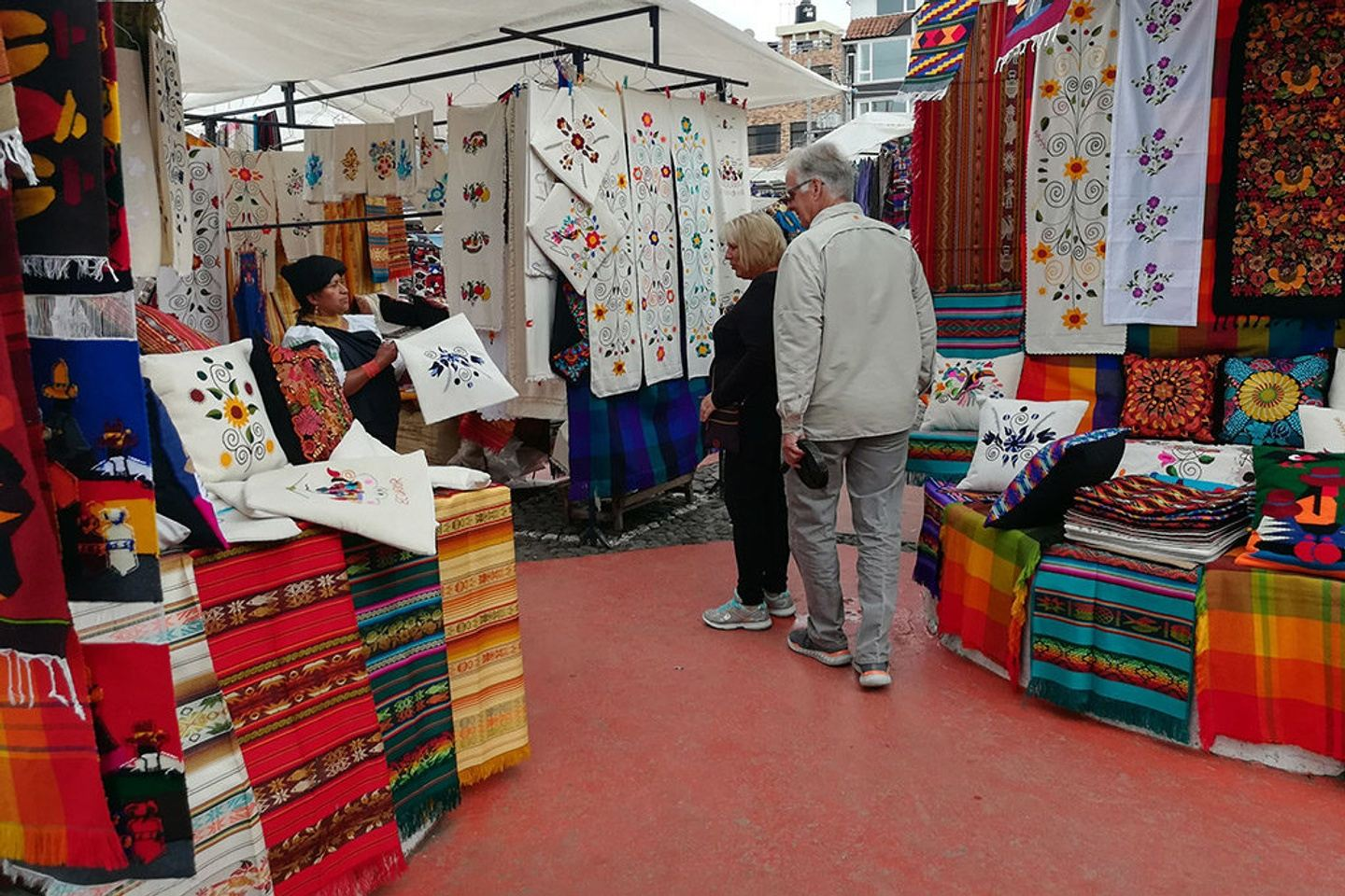 2D/1N Northern Artisans and Markets. Totoras, Otavalo, Roses, San Anto