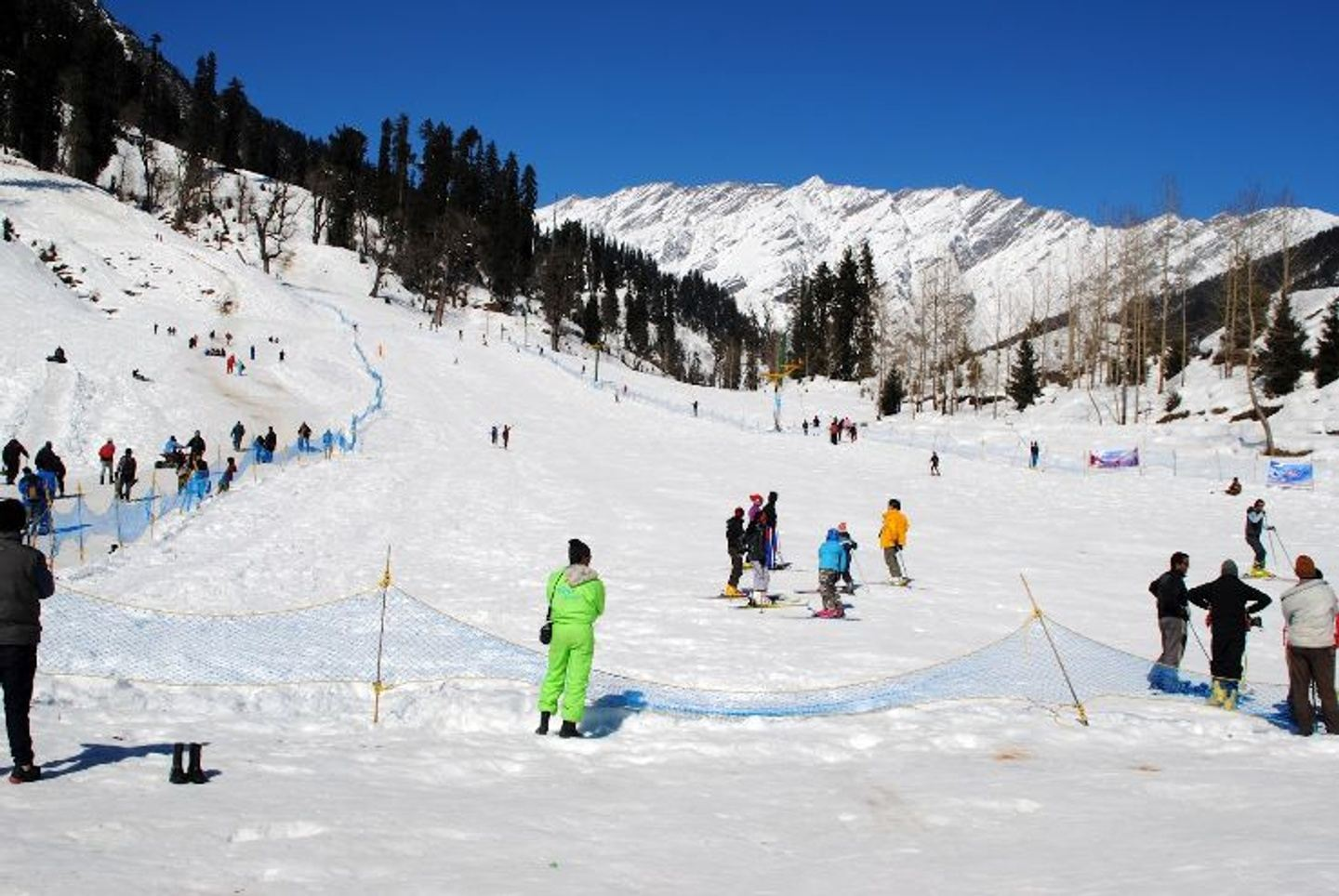 Take a bus to the Top 3 Travel Experiences of India