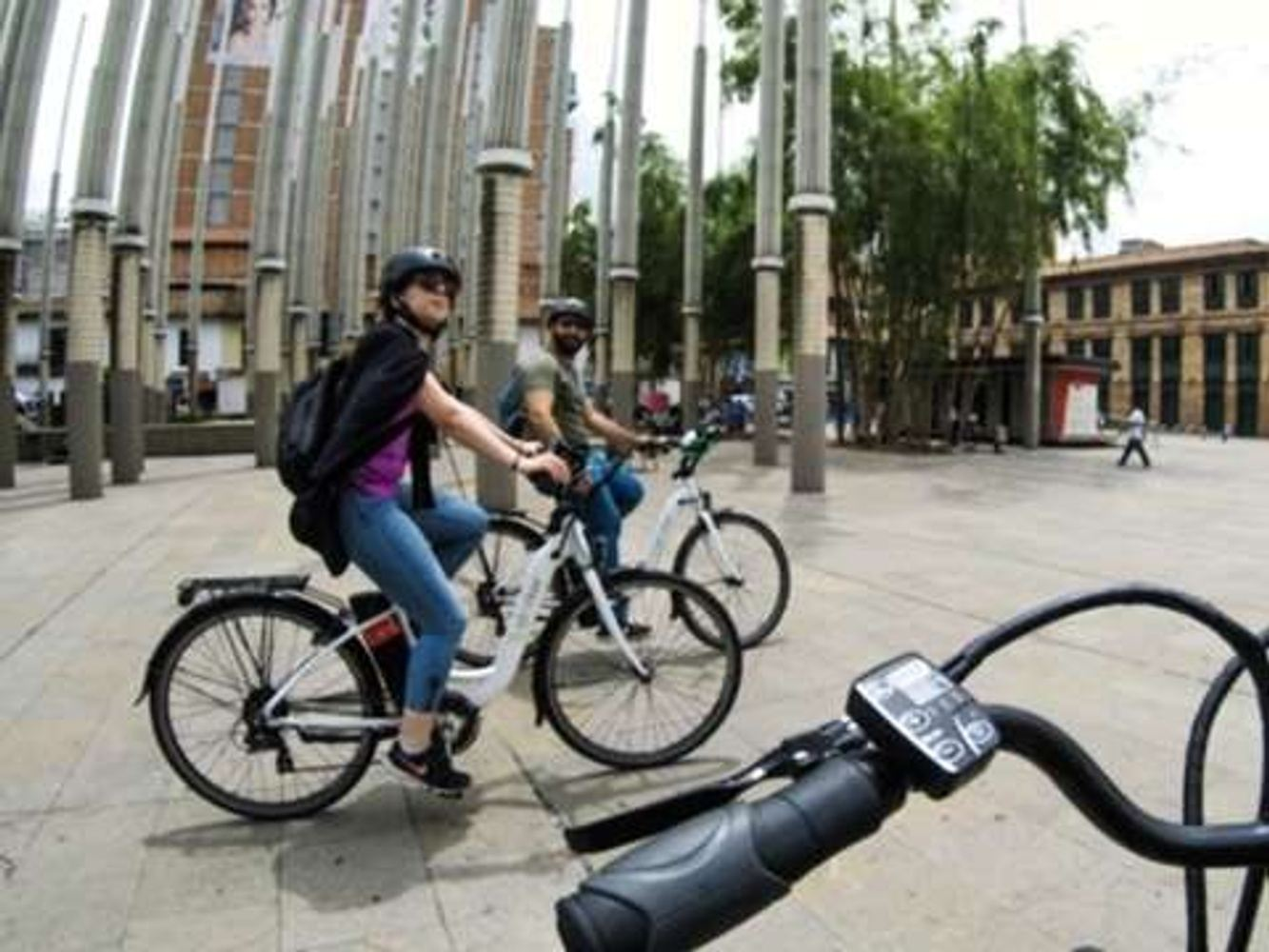 City Tour by Electric Bike with Fruit & Coffee