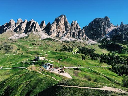 Hut-to-Hut Running Retreat in the Italian Dolomites