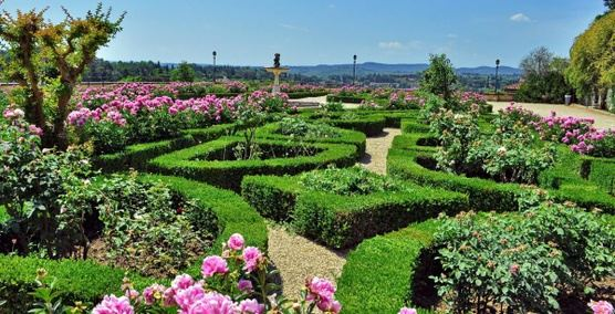 Relax and discover the magical Italian labyrinths and gardens, 10 days