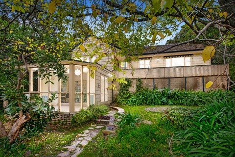 98 Mt Dandenong Road CROYDON VIC 3136