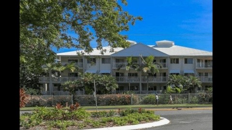 8/129-135 Oleander Street HOLLOWAYS BEACH QLD 4878