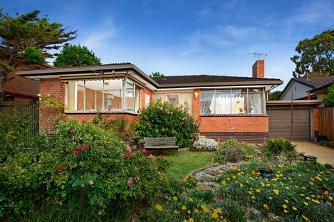 296 Waverley Road MOUNT WAVERLEY VIC 3149