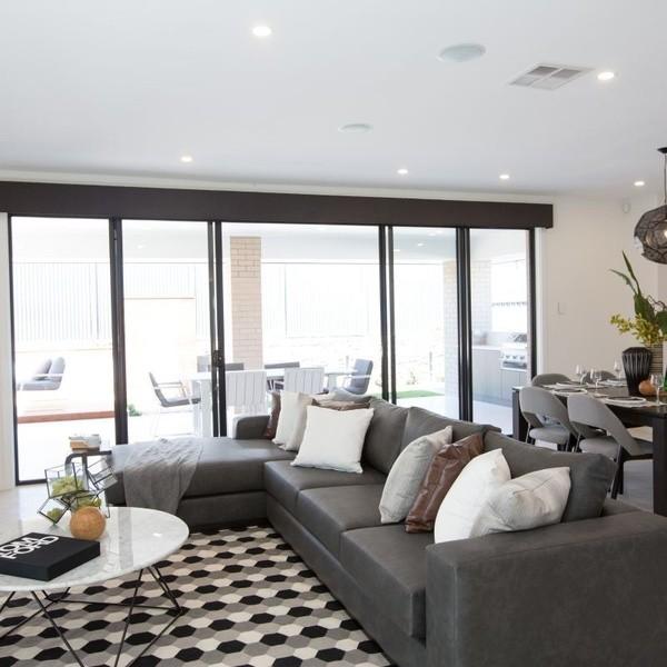 4 beds, 2.5 baths, 2 cars, 31.44 square interior