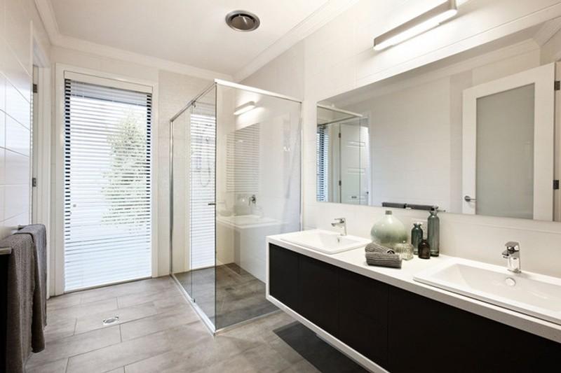 4 beds, 2 baths, 2 cars, 31.60 square kitchen
