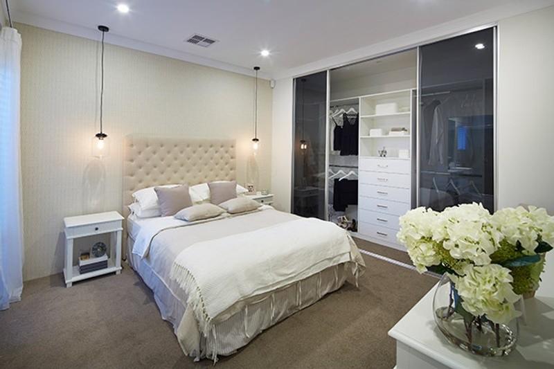 4 beds, 2 baths, 2 cars, 19.33 square main