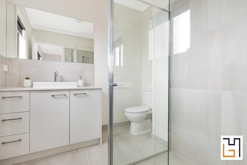 4 beds, 2 baths, 2 cars, 25.83 square bathroom