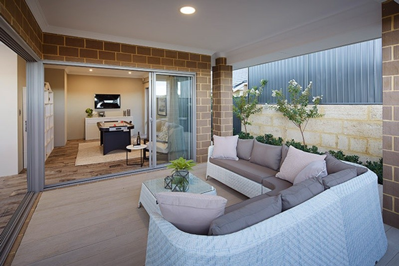 Single storey The Barwon House by B1 Homes