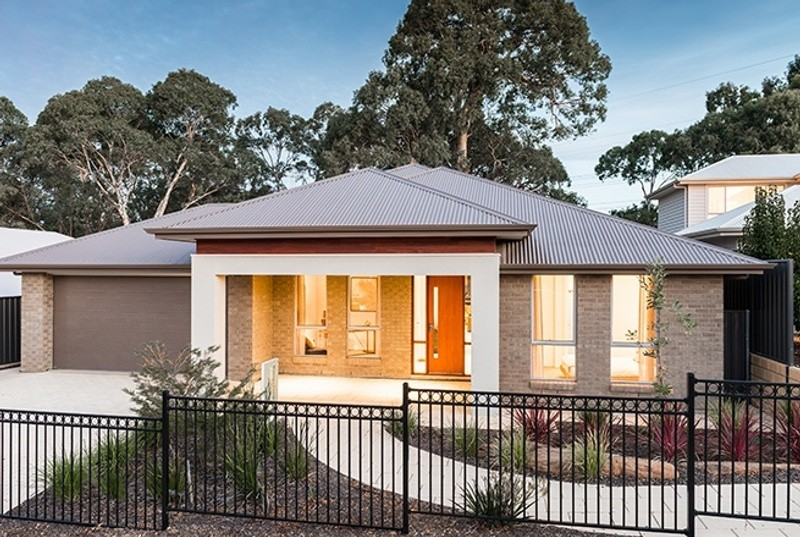 Single storey Kingsford House by Rivergum Homes SA