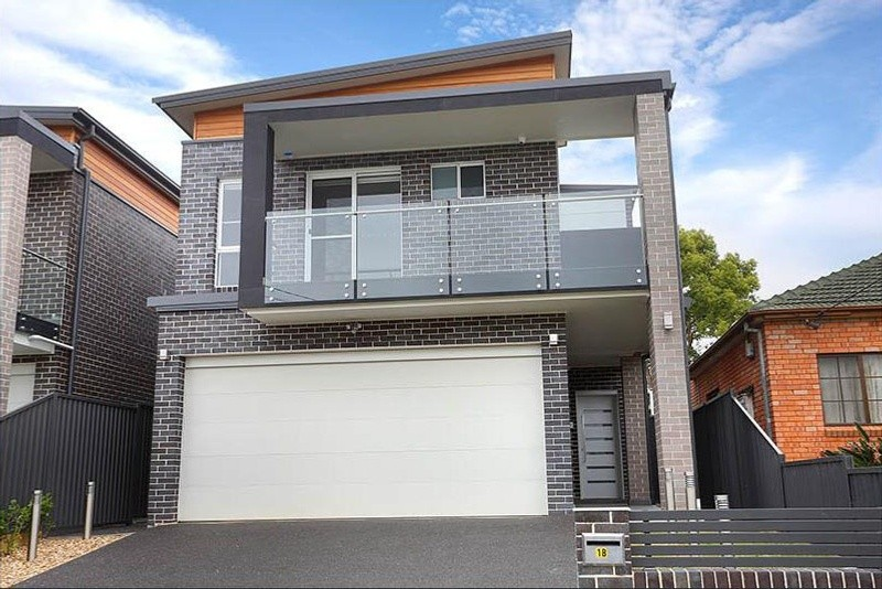 Double storey Birrong custom build - Narrow Block House design