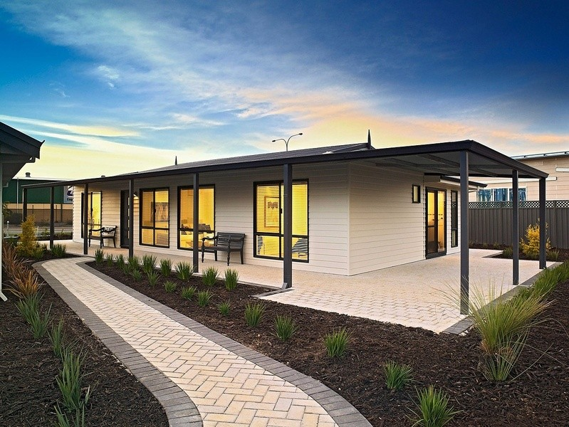 Single storey The Bushland House by TR Homes
