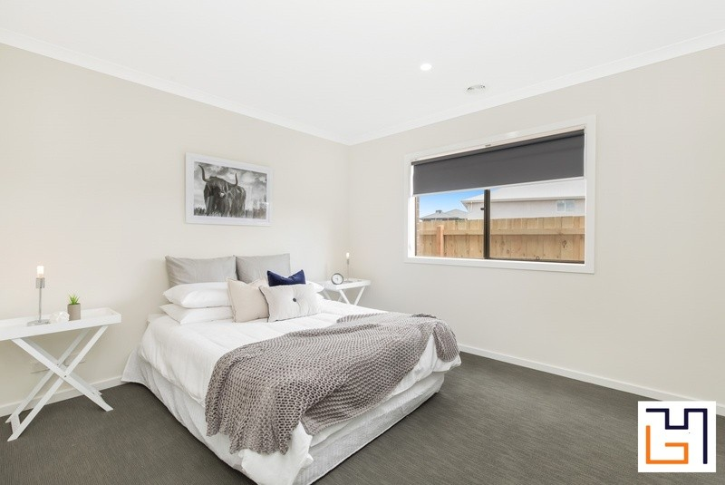 4 beds, 2 baths, 2 cars, 25.83 square interior