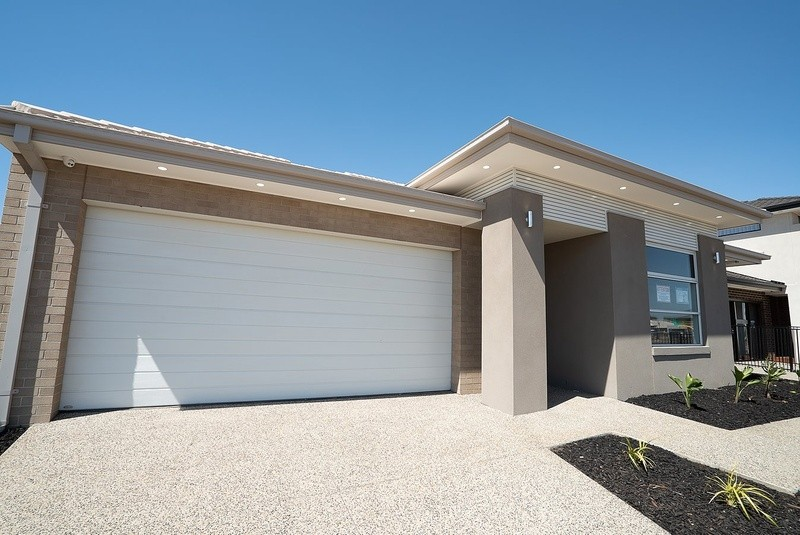 4 beds, 2 baths, 2 cars, 25.00 square facade