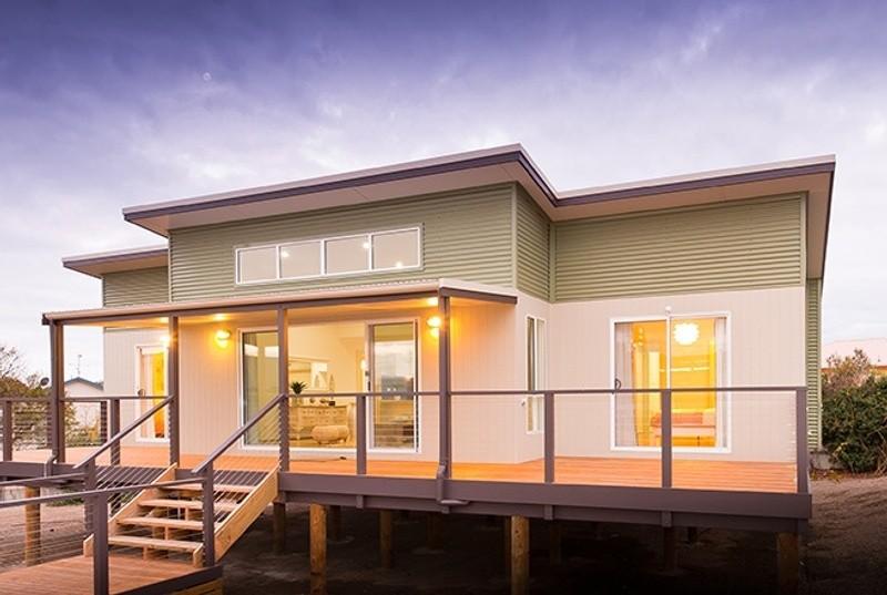 Single storey Coastal House by Rivergum Homes SA