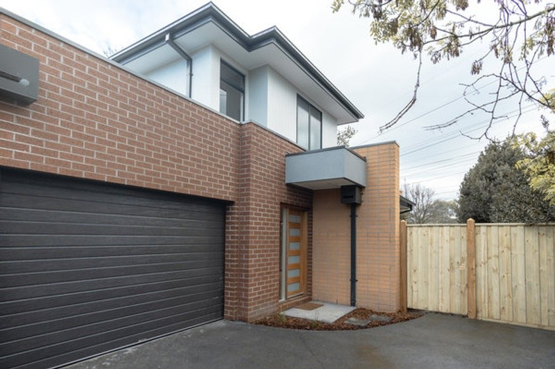 Double storey Watsonia Project - 4 x townhouses Dual Occupancy by Woodsman Projects