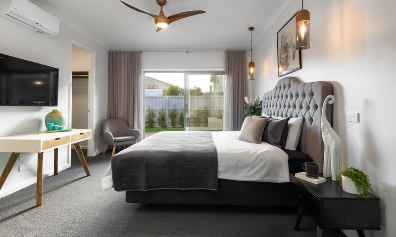 4 beds, 2.5 baths, 2 cars, 27.45 square interior